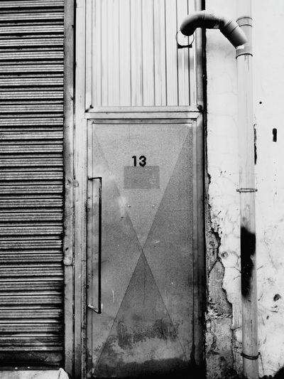 Trece Thirteen 13 Black & White Black And White Blackandwhite Photography Blackandwhite Mallorca EyeEmNewHere Puerta Fabric Door Architecture The Graphic City Metal