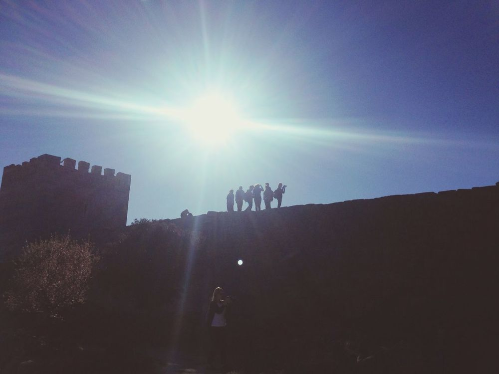 Siluetas Contraluz Sol Mirar Ver Observar Luz Investigar Paisaje Subir