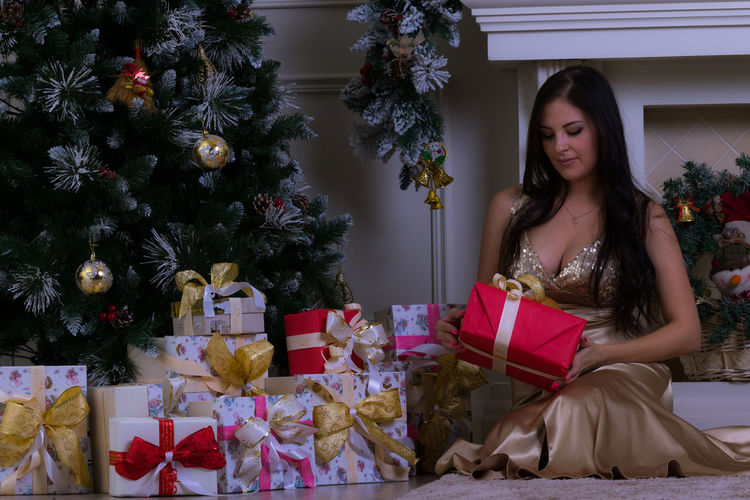 Gift Christmas Christmas Present Celebration Wrapping Paper Surprise One Young Woman Only Anticipation Christmas Tree One Woman Only One Person Only Women Holiday - Event Young Women Christmas Decoration Christmas Party Christmas Eve Christmas Time Christmas Spirit EyeEm Selects Beautiful Woman Elégance Be. Ready.