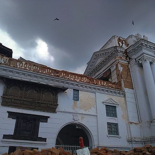 Rubbles and the gloomy weather. 22 days has passed yet the life hasn't been normal, still we have been strong and rebuilding the nation back. Rebuildingnepal Basantapur Nepalearthquake2015 Nepal Kathmandudurbarsquare