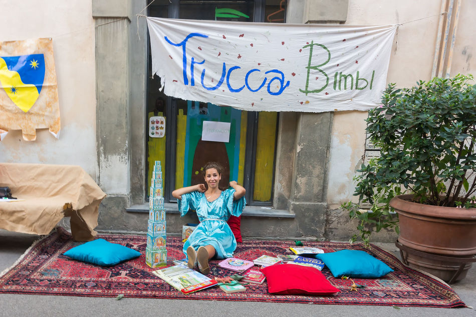 Street fairy 2016 Cross-legged Day Festa Italy Medievale One Person Only Women People Peter_lendvai Photography Phototrip Sitting Toscana Travel Vicopisano