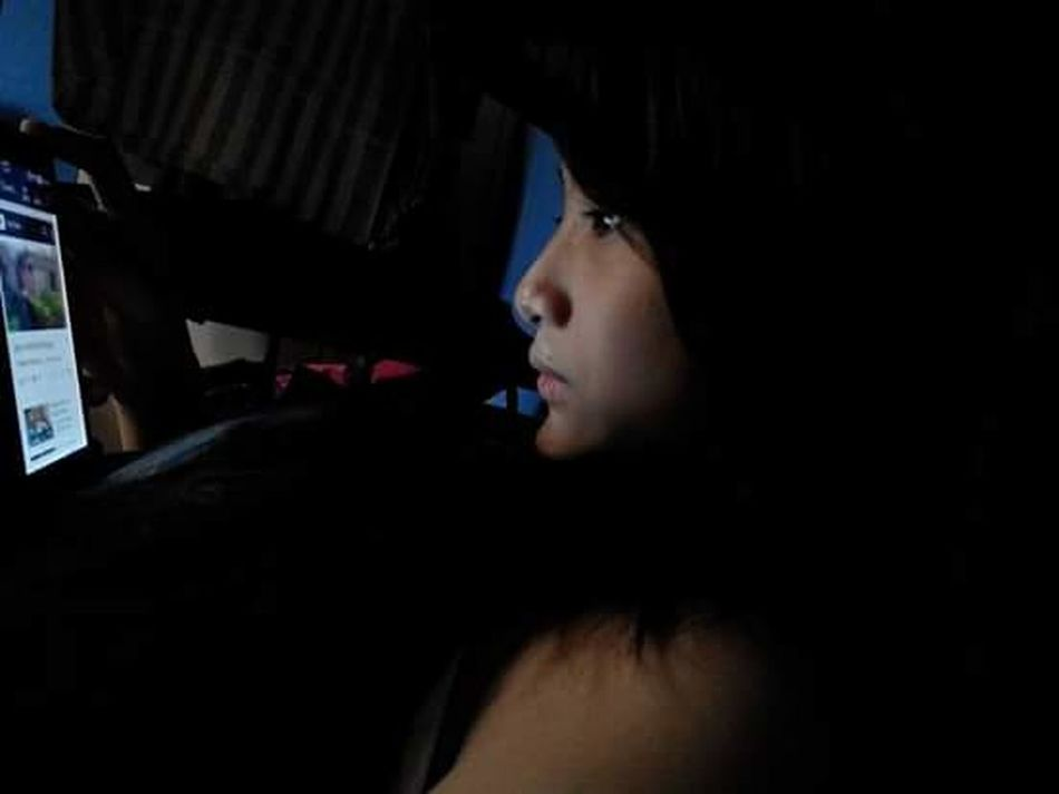 Young Women Side View Lifestyles Taking Photos NoEditNoFilter 娘ちゃん Internet Addiction Mydaughter Curiosity