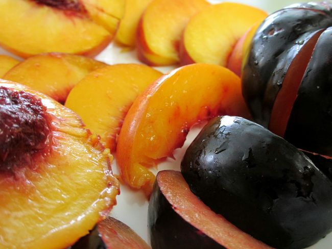sliced fruit Sliced Fruits Healthy Eating Food Ready-to-eat Close-up Freshness No People Sliced Fruit Fruits Fruit Nectarine Peach Plum Close Up