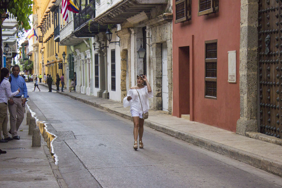 Architecture Building Exterior Built Structure Cartagena Cartagena Colombia Cartagena De Indias Cartagena Se Transforma Cartagena, Colombia Cartagenadeindias City City Life City Street Day Horizontal One Person Only Women Outdoors Person Street Tree