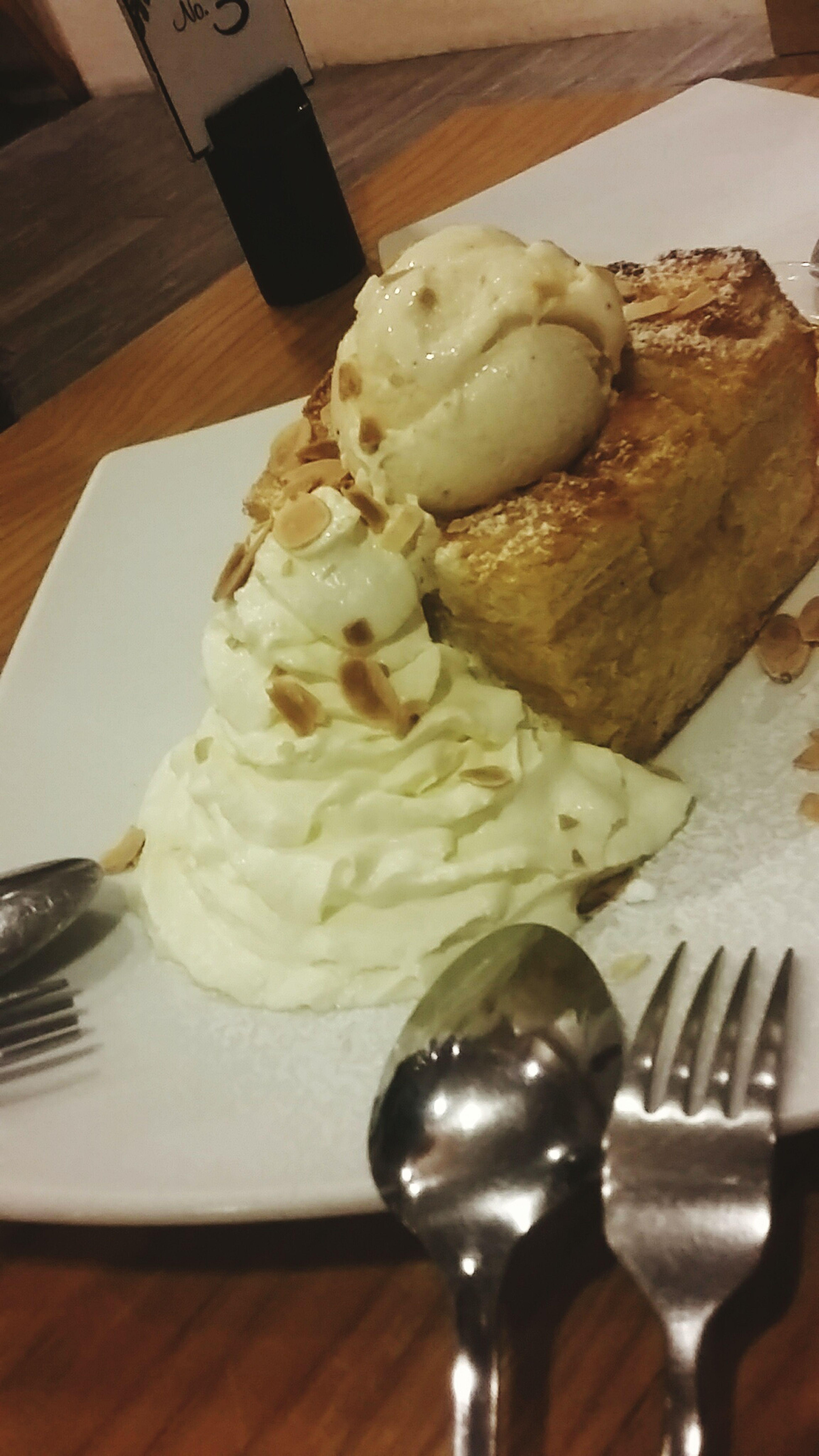 Oh lah la honey toat Cafecantarybangsaensweet food
