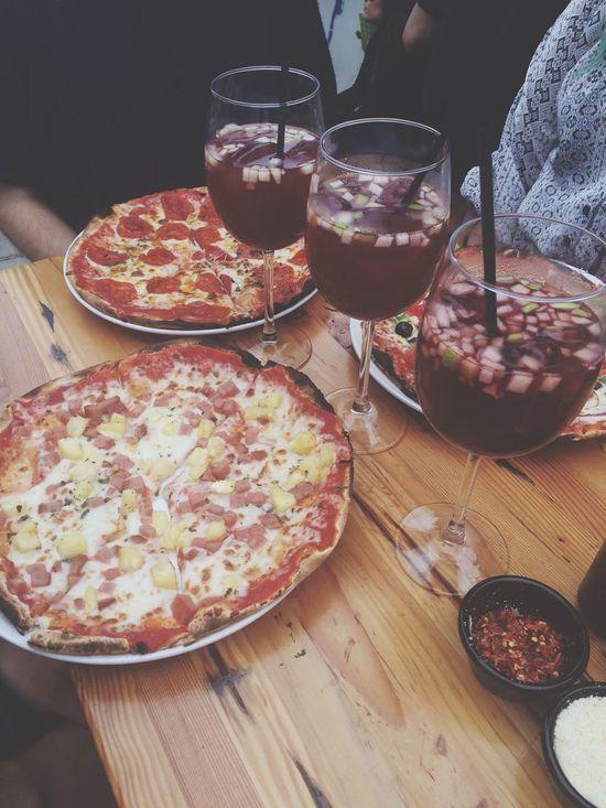 Sangria Sundays. Pizza Magaritha