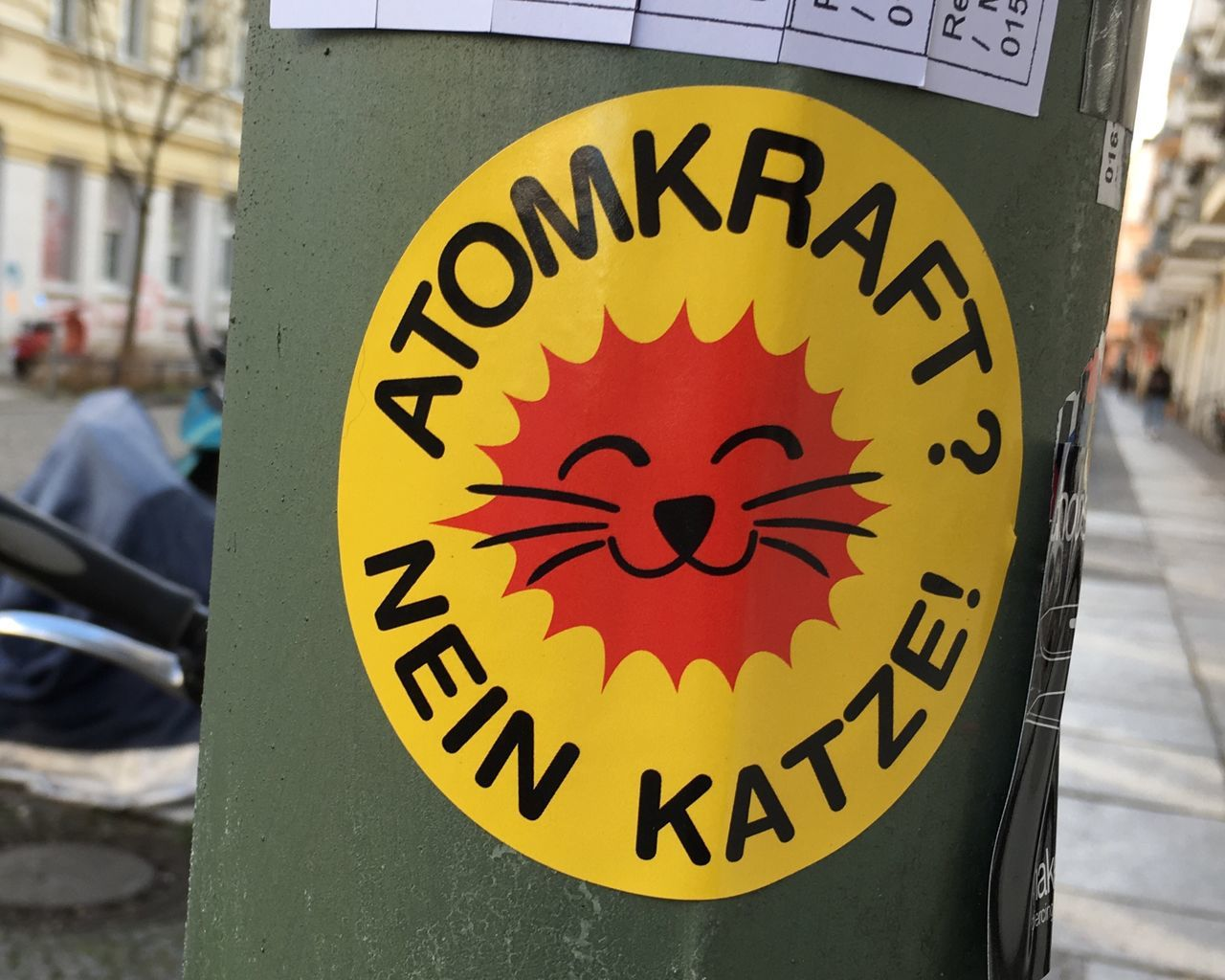 Atomkraft ? Nein Katze Sticker Protest Red Yellow Green