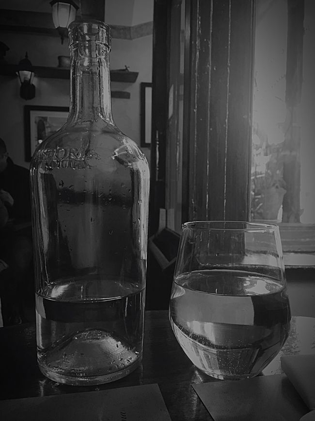 Fresh Water! We need it! We deserve it! Botle Water Drink Glass Glassofwater Botleofwater Freshness Health Refreshing :)