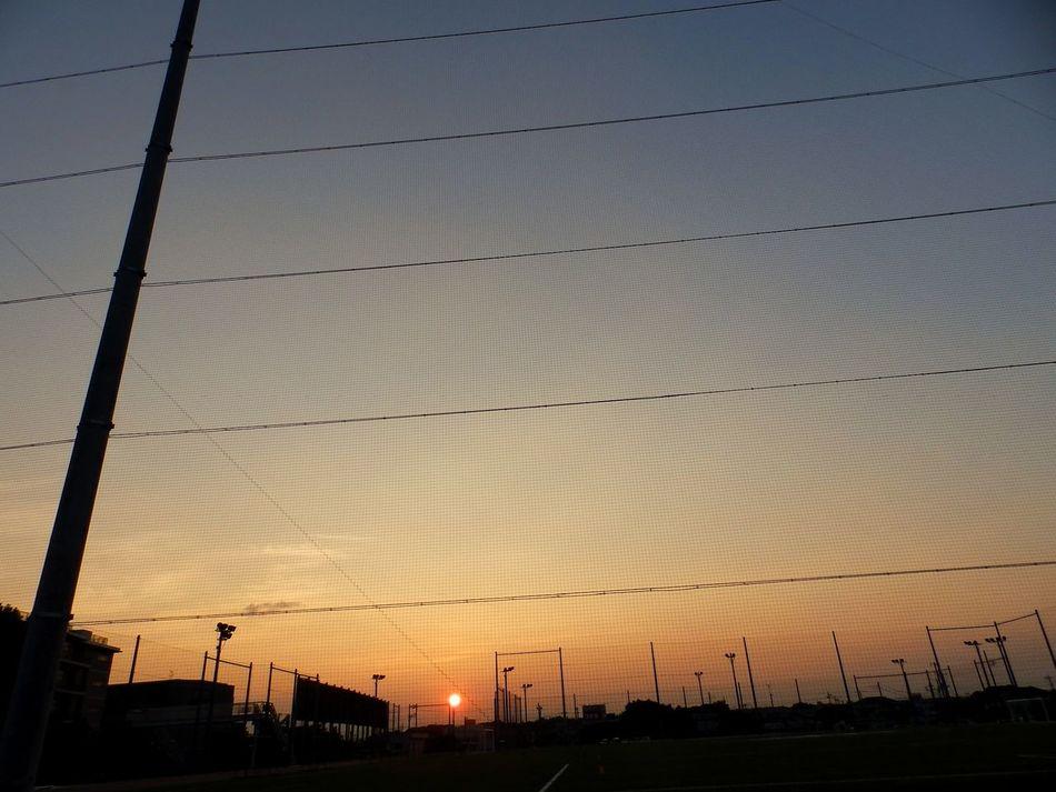 癒されます~(*^^*) Sundown part 3 ・Healing Sunset witnessed on the way home from work...。Good Evening from us here in Tokyo. Good Day to some of you who lives from our opposite zone. A good new week ahead to y'all! (^-^)/ | Sunset 帰り道 帰り道シリーズ 夕日♡ 夕日が綺麗だー! 夕焼けハンター 夕焼け。。。何で寂しいんだろう… EyeEm Best Shots - Sunsets + Sunrise Beauty In Nature Olympus Olympusinspired Olympusphotography Sunset_collection Sunset Silhouettes From My Point Of View Full Frame EyeEmNewHere Eyeemgallery Twilightscapes Nature's Diversities
