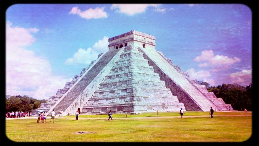 Walking Around Zona Arqueológica