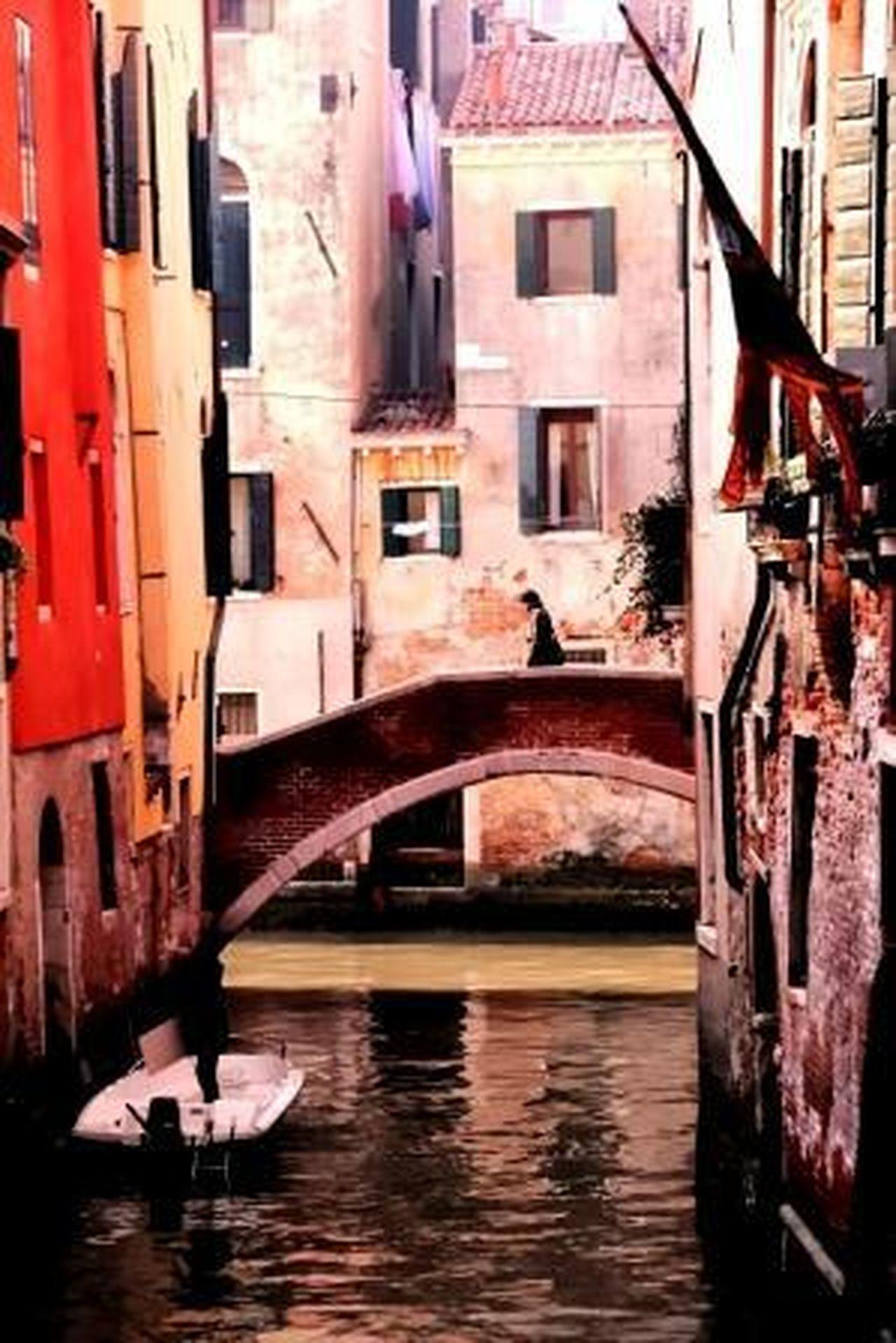Figure on the bridge - Venice Architecture Boat Bridge Building Exterior Built Structure Canal Figure On A Bridge Outdoors Travel Destinations Venice