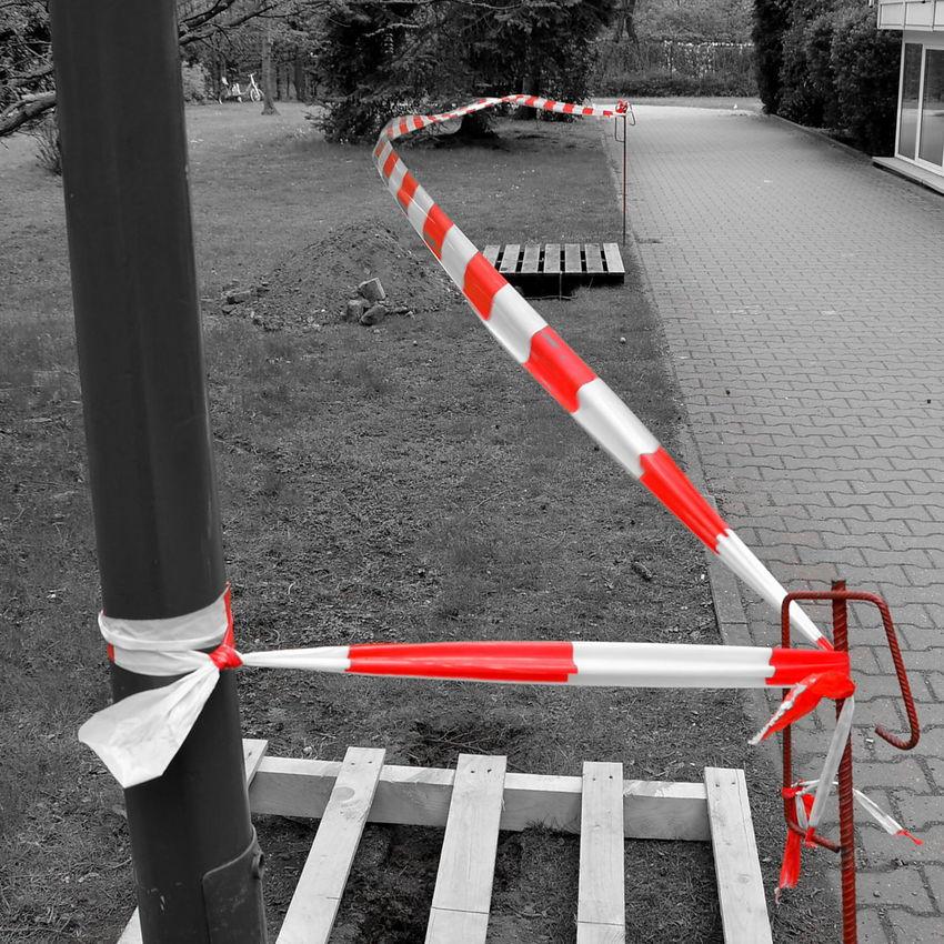 Art Is Everywhere Absperrung Flatterband Schwarzweiß/rot Baustelle Warning Sign Outdoors Barricade Construction Work Construction Site Barricade Tape Tape Art Tape Blowing In The Wind... Street Art Street Photography