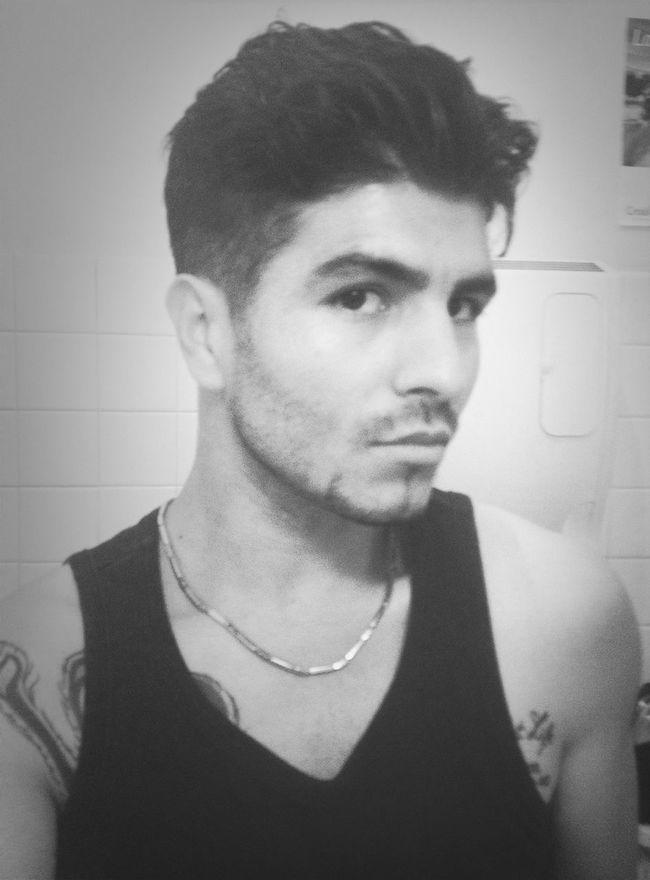 Ce qui me désespère, un peu, c'est que j'aurai beau aller chez le coiffeur, il ne me coupera jamais le cheveu que j'ai sur la langue. Aha. Même si c'est chou.