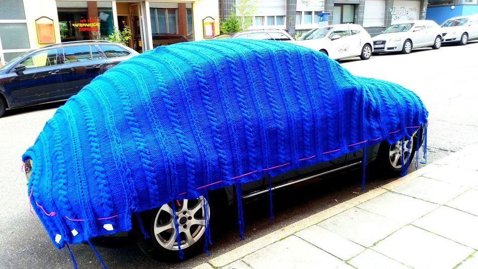 Car blanket! Knittingfrenzy Knitting Knittedwithlove Knitporn Eyeem Urban Photography Eyeem Urban Shots Eyeem Urban Art Blanket Carporn Blue Wave Adapted To The City