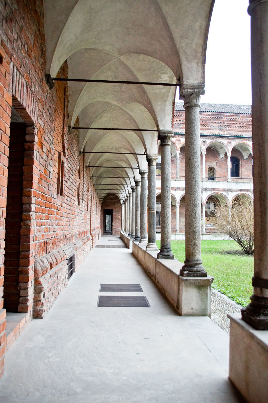arch, architecture, architectural column, corridor, history, built structure, indoors, no people, day