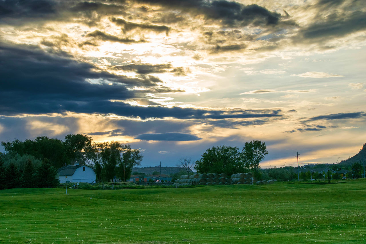 Barn Bigsky BigSkyCountry Billings Clouds Country Countryside Golf Golfclub Idyllic Montana Montanamoment Scenics Sunset Yegen