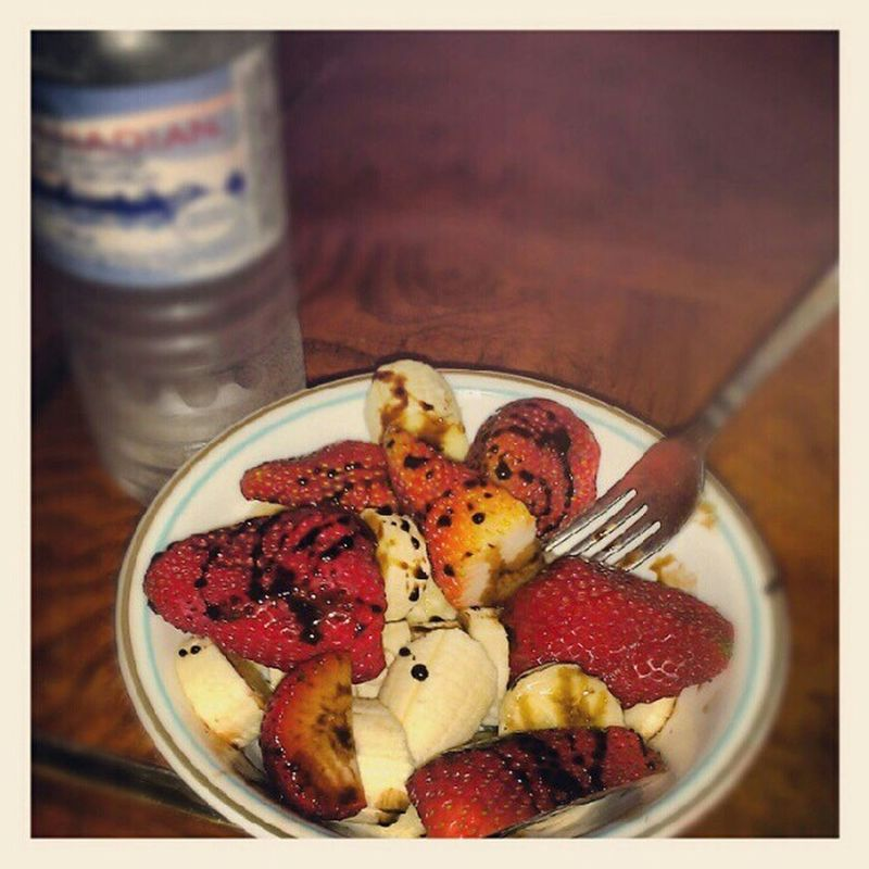 Midnight snack.. bananas and strawberrys with nesquick syrup. Nesquick Yummy Bananastrawberry Snack delicious