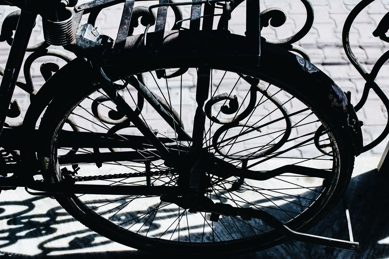InMakin! Wheel Bicycle Old-fashioned Light And Shadow