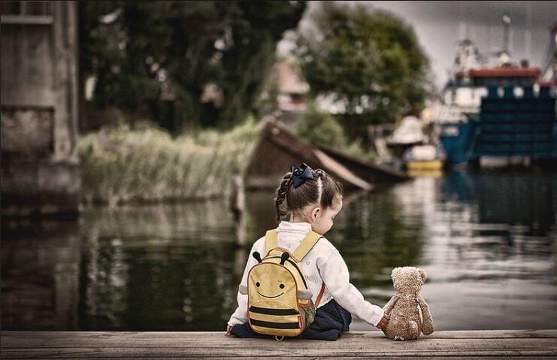 Silence Girl Bear sea Nikon Real People River Water Outdoors People Childhood Sitting Day One Person Tree Boat 24 pNikonLifeiNikonphotograhyaNikon DslrsNikonchileile First Eyeem Photo