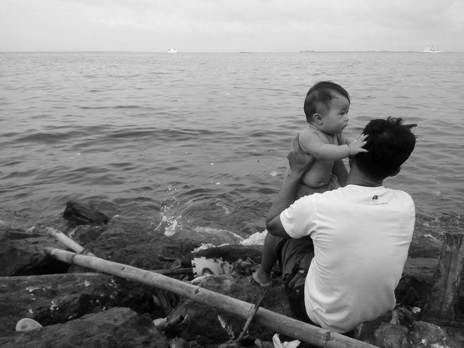 Father & Son Fatherhood Moments Monochrome Black & White Street Photography Horizon Over Water Innocence Eyeem Philippines Bonding Time Monochrome Photography