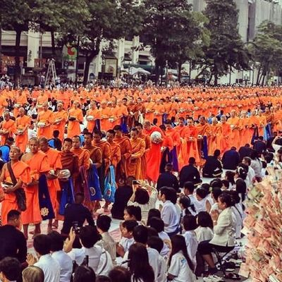 Mass alms giving in Bangkok
