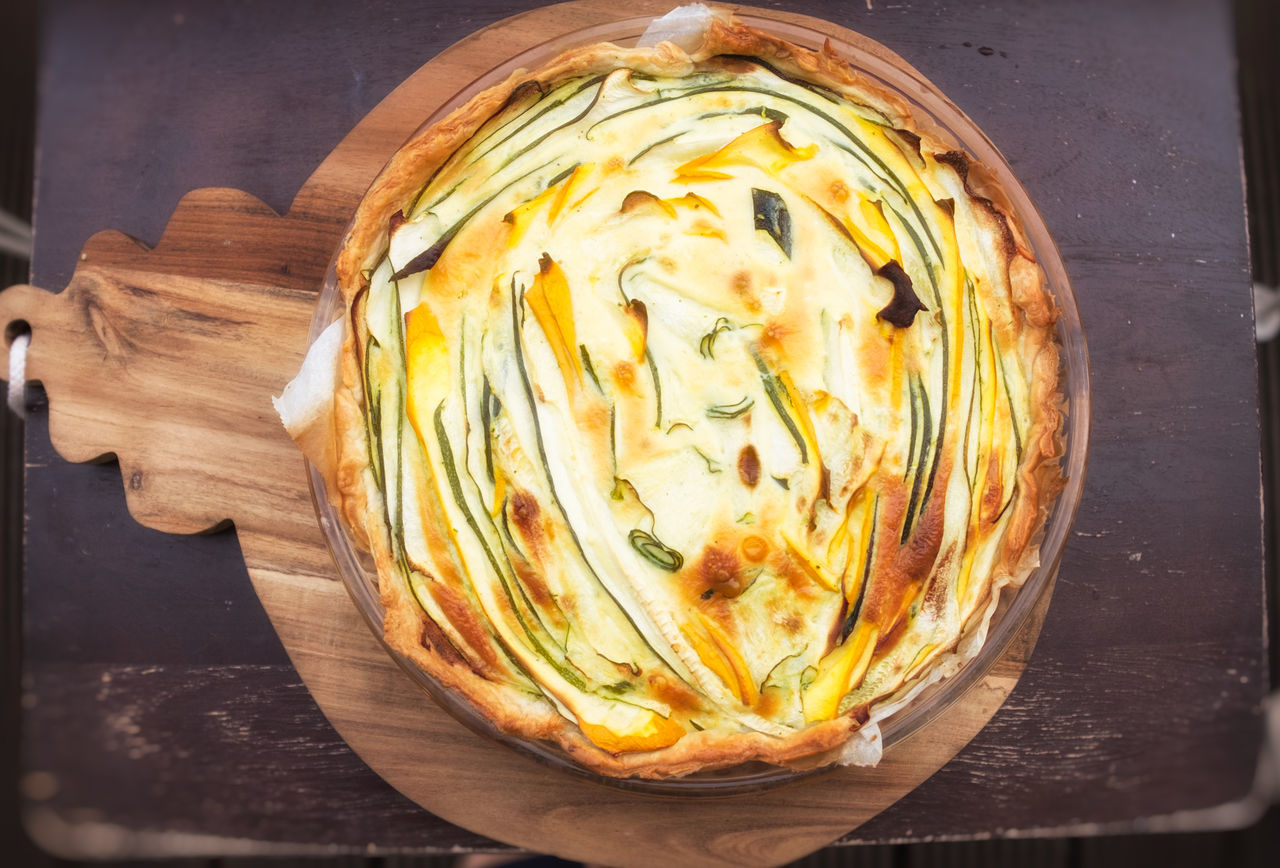 zucchini quiche, summer squash quiche Gemüsekuchen Gemüsetarte Tarte Vegetarian Vegetarian Food Vegeterian Food Zucchini Courgette Cutting Board Food Food And Drink Homemade Pie Quiche Ready-to-eat Squash - Vegetable Vegetable Vegetable Pie Vegetable Tarte Zuchinni