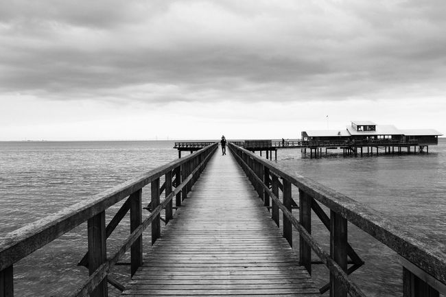 Darkness And Light Blackandwhite Vanishing Point Bw_collection Monochrome