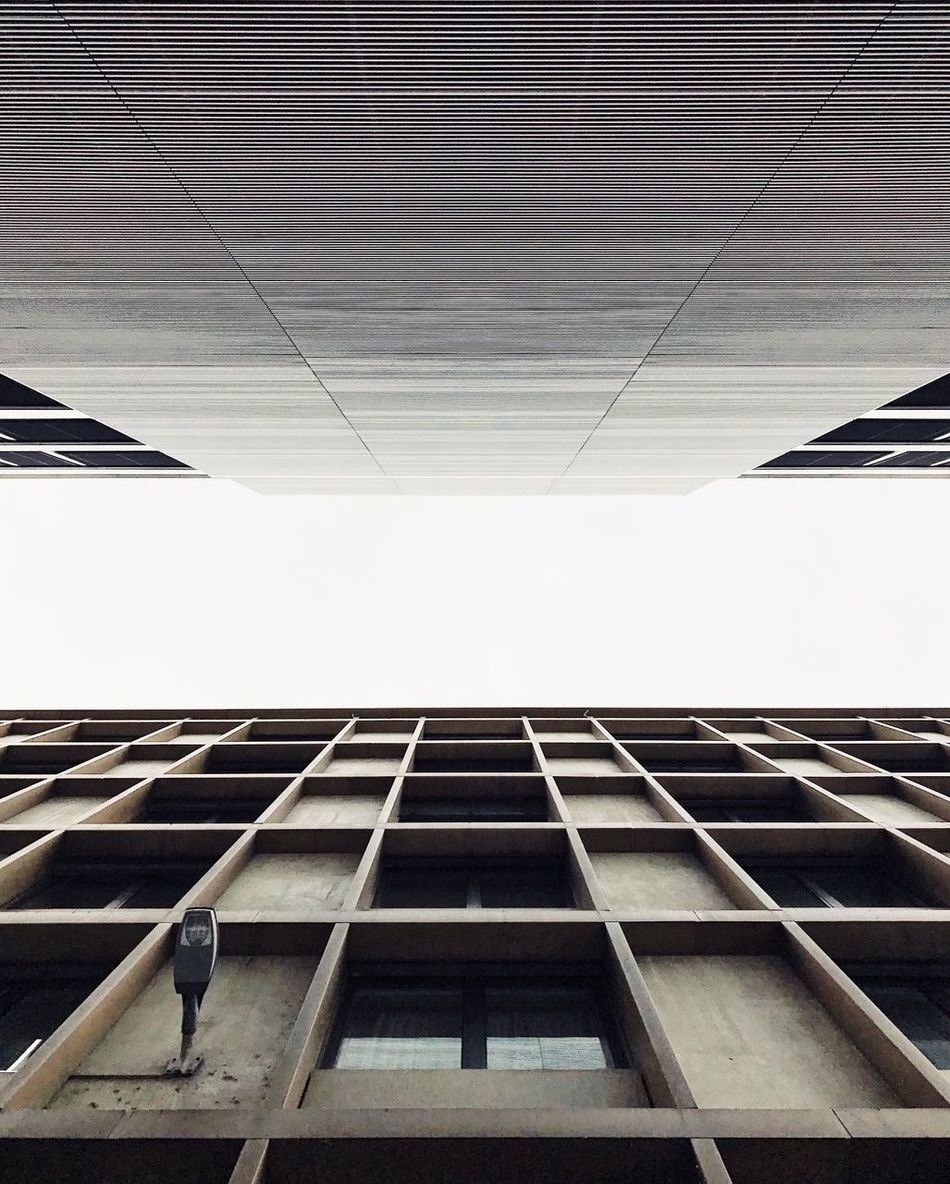 :: lonely lamp :: Architecture VSCO Building Architektur AMPt_community Minimalism Geometric Shape Urban Geometry Lookingup Architecture_collection