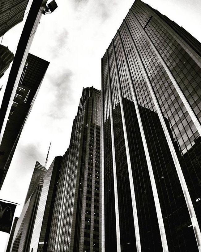 White lines up to the sky Newyork NYC Newyorkcity Architecture Archilovers Building Skyscraper Modern Lines Geometry Glass Blackandwhite Bw Black Monochrome Lookingup Follow Photo Photography Photooftheday Iloveny Ilovenyc Newyorkphoto Instacool Instanewyork mynyc bigapple thebigapple