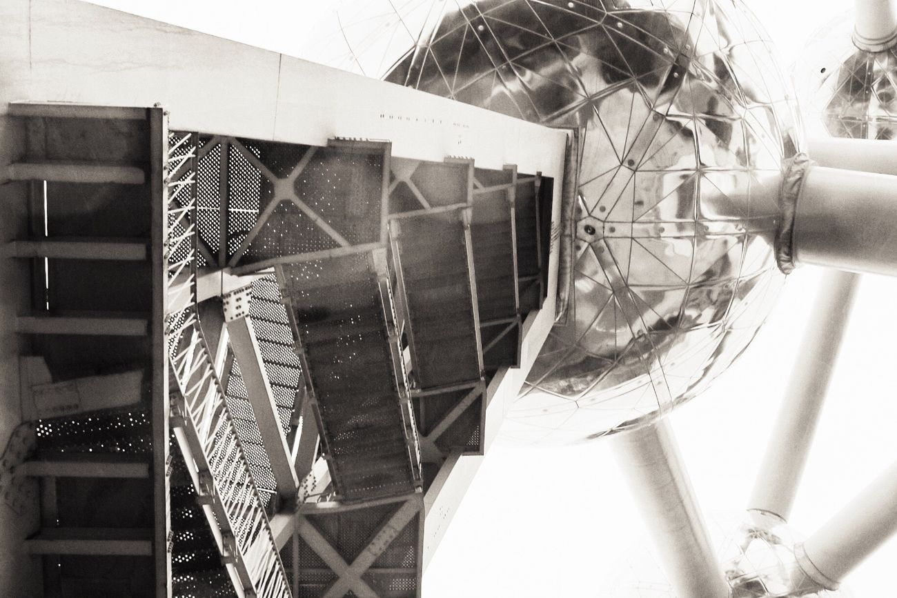 Low Angle View Building Exterior Built Structure Architecture World Expo 1958 Architecture Architectural Design Tourism Destination Architecture Details Science And Technology Black And White Collection  Atomosphere Technology Point Of View Atomic Atomium Science Fiction Sphere Architecture Photography Black And White Photography Reflection_collection Architectural Detail Low Angle View Noir Reflections