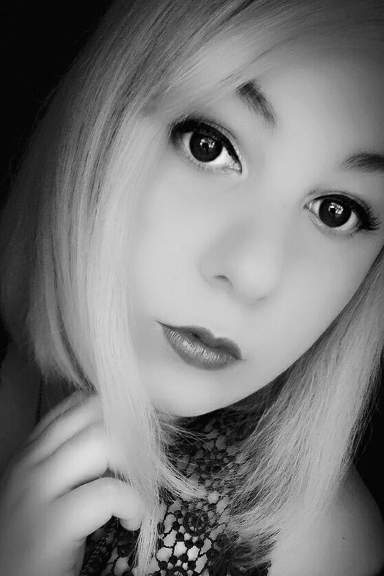 Me ThatsMe Portrait Portraits Selfie ✌ Selfies Self Portrait Selfie Portrait Bnw Blackandwhite Inkwell Eye Like4like Girl Woman Alternativegirl Metalhead Nofilter One Person Blonde People Eyes Makeup Lips Lipstick