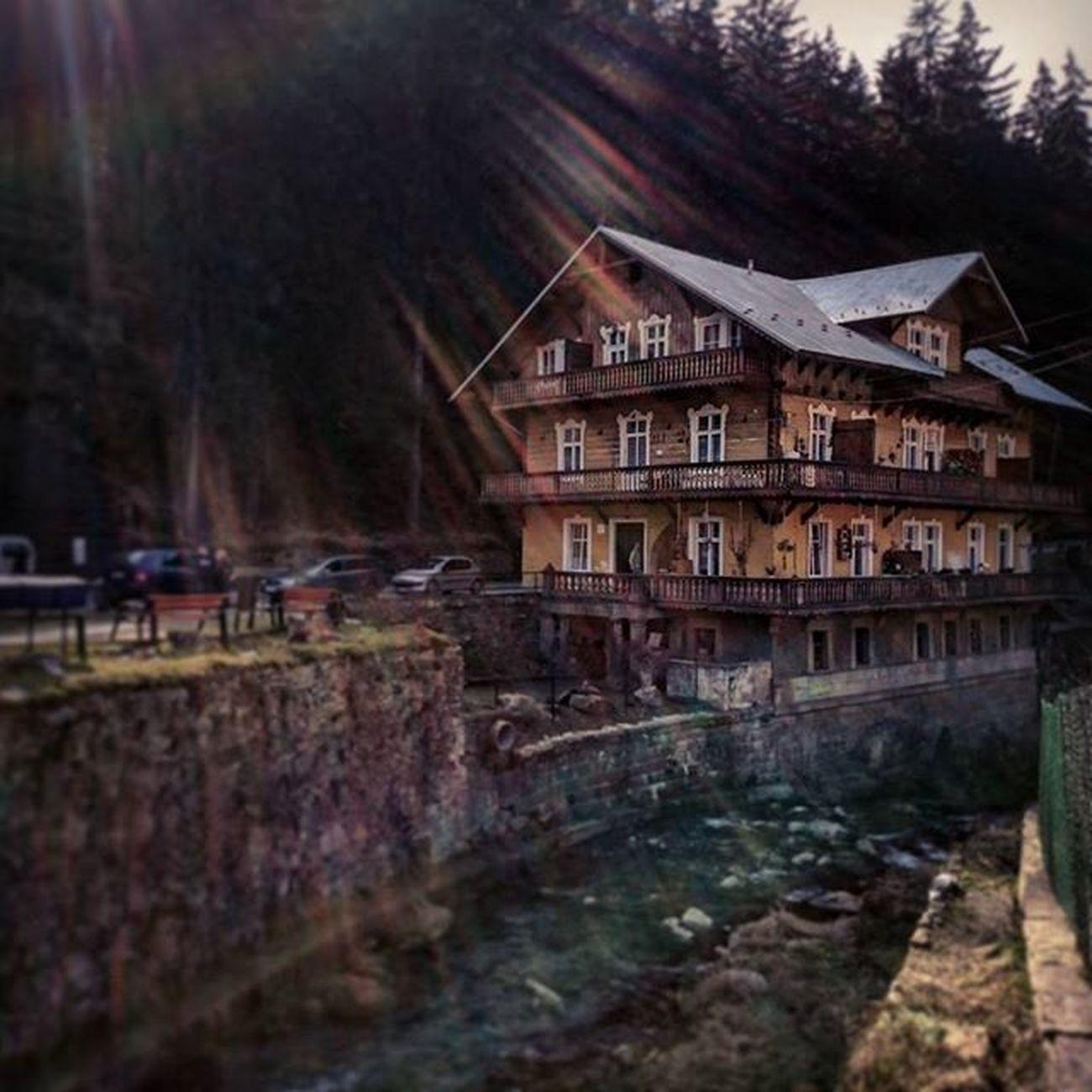 Miedzygorze Gory Pensjonat Rzeka Wiosna Słonecznie Architektura Pension River Spring Sunny Sunshine Architecture