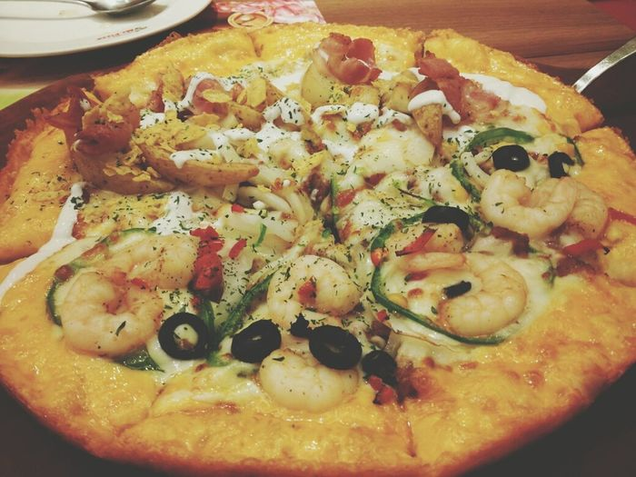 에스케이 오십프로 할인 기념 방문. 하프앤하프. 중학교 땐 참 고급 외식 미피였는데, 내 입맛이 변한건지 미피가 변한건지 Pizza Mr.Pizza Delious