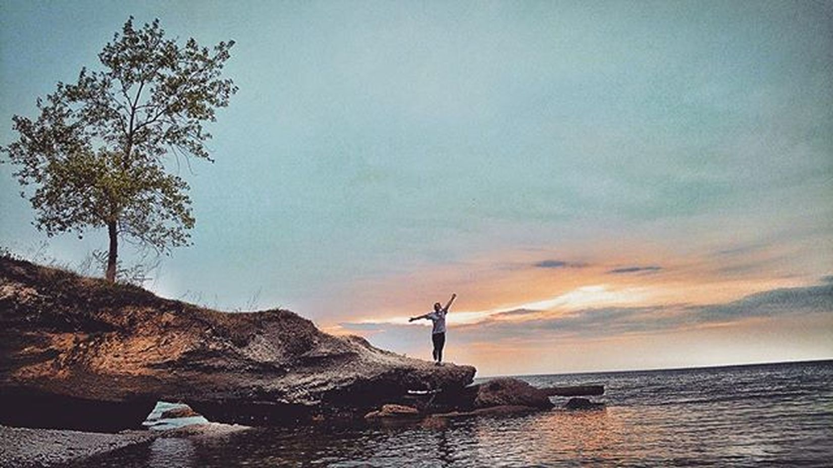 -HELLO!- Explore Rochesterny  Roctopshots Explorerochester NY Nature Vscocam Snapseed Ontario Water Color Clouds Leadingrelocal Ericjamesfrank Earth Iphone6plus Sky Skylovers Photooftheday Instagram Beach Sodus Soduspoint Rochesternewyork