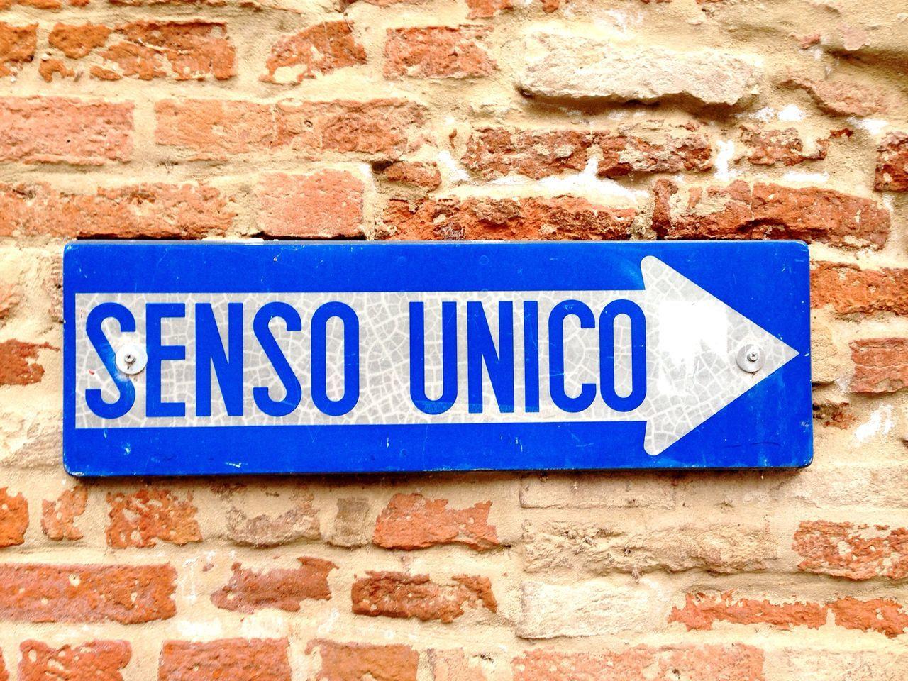 Castel D'Arquato Emiliaromagna Cartello Cartellostradale Senso Unico One Way