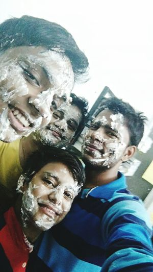 Friends Cakefight Fun Funtimes FunTimes! Funtymz Groupselfie Groupselfies TakingGroupSelfies