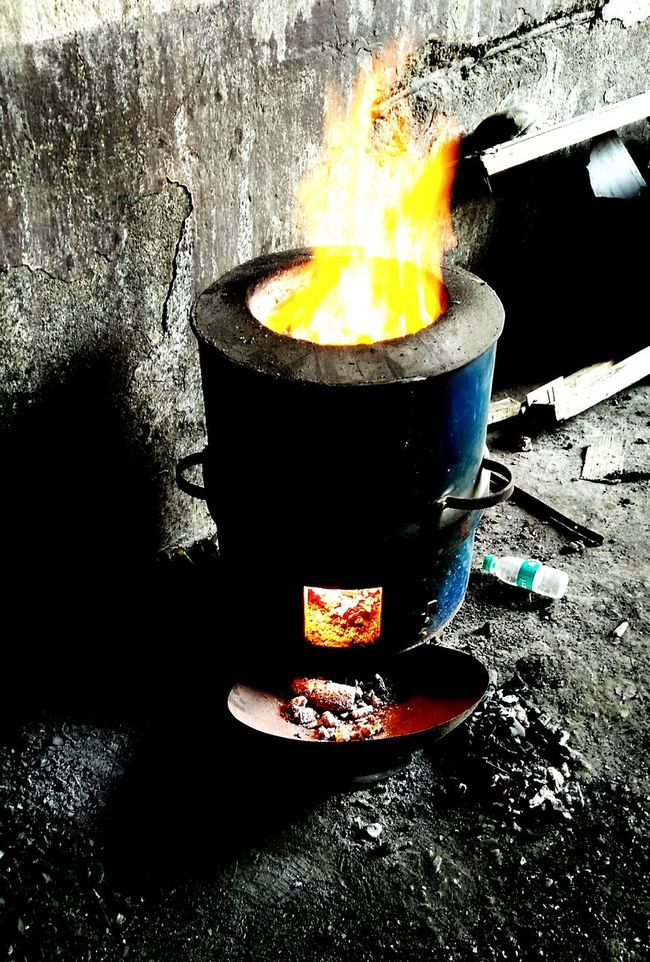 Ovan tandoor Flame Ahlawat Image Ready-to-fire firepot Indian Tandoor Indian Culture  TandooriRoti Indian Ovan Mobile Editing Mobile Artistry Mobile_photographer Mobilephotography Mobiography Mobile Pics Picture Pic By Mobiles Mobile Photography EyeEm Gallery Mobilephoto Ravi Ravi Picsravipics Ravi's Mobile Photography pic