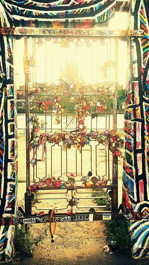 Wer hat den Schlüssel? Lovekeys Berliner Mauer