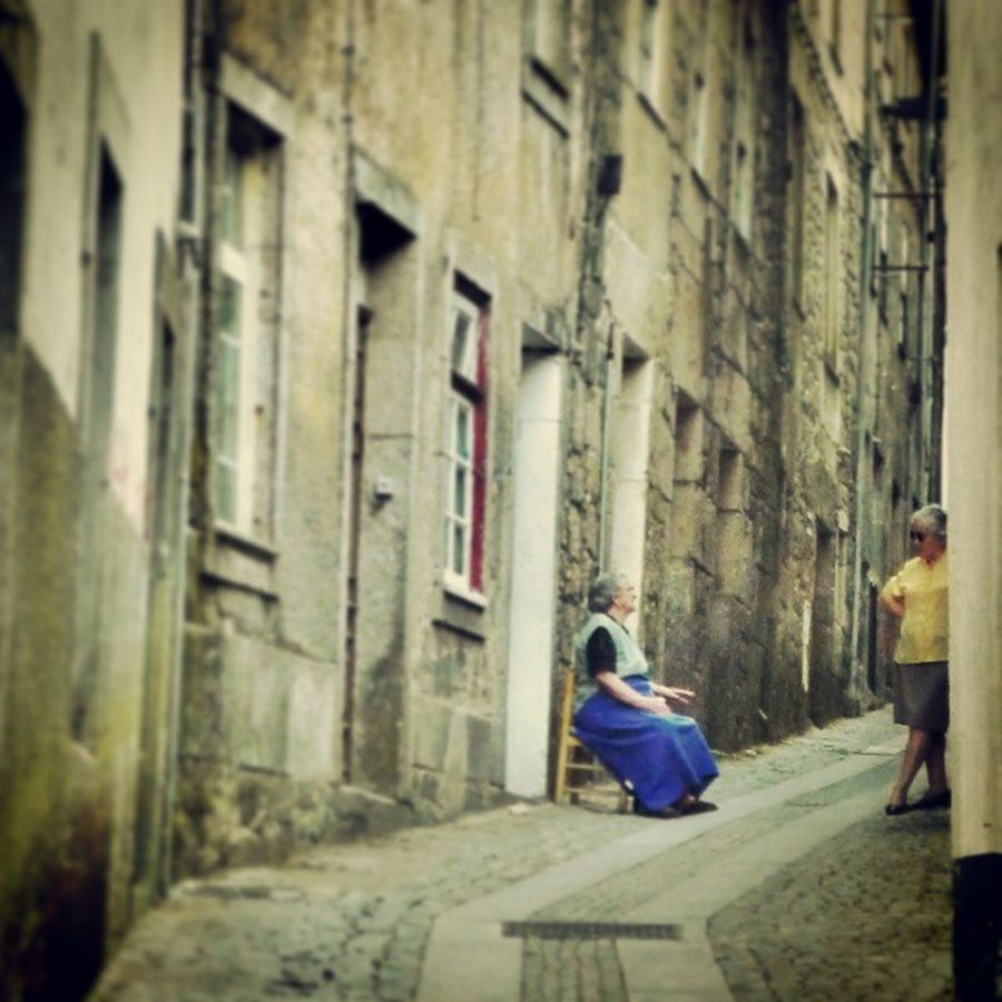 à conversa na cidade velha, talking in old town [guarda, portugal] Guarda Portugal Old Town Conversa Talking