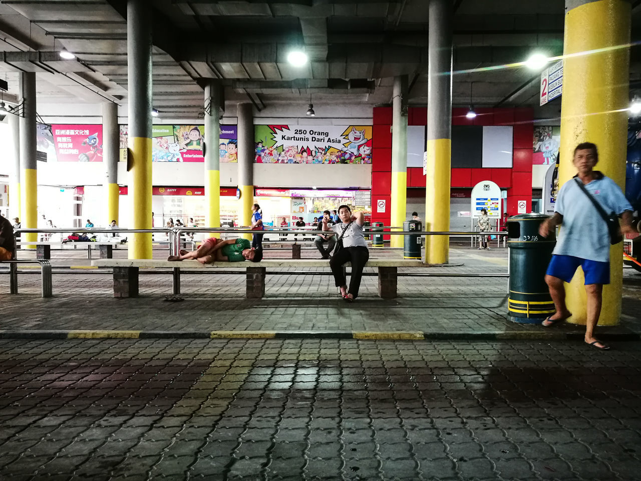 The bus terminal at Komtar Building's ground floor, Goergetown, Penang. Travel Malaysia Penang Georgetown Streetphotography People Transportation Streetside Lifestyles HuaweiP9