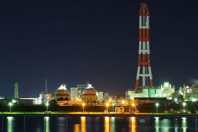 近くのいつもの場所で夜景を試し撮り。すぐ脇にお墓あるけどキニシナイ(゚ε゚) Night Lights Night View Nightphotography Water Reflections 工場夜景 Factory Night View Long Exposure