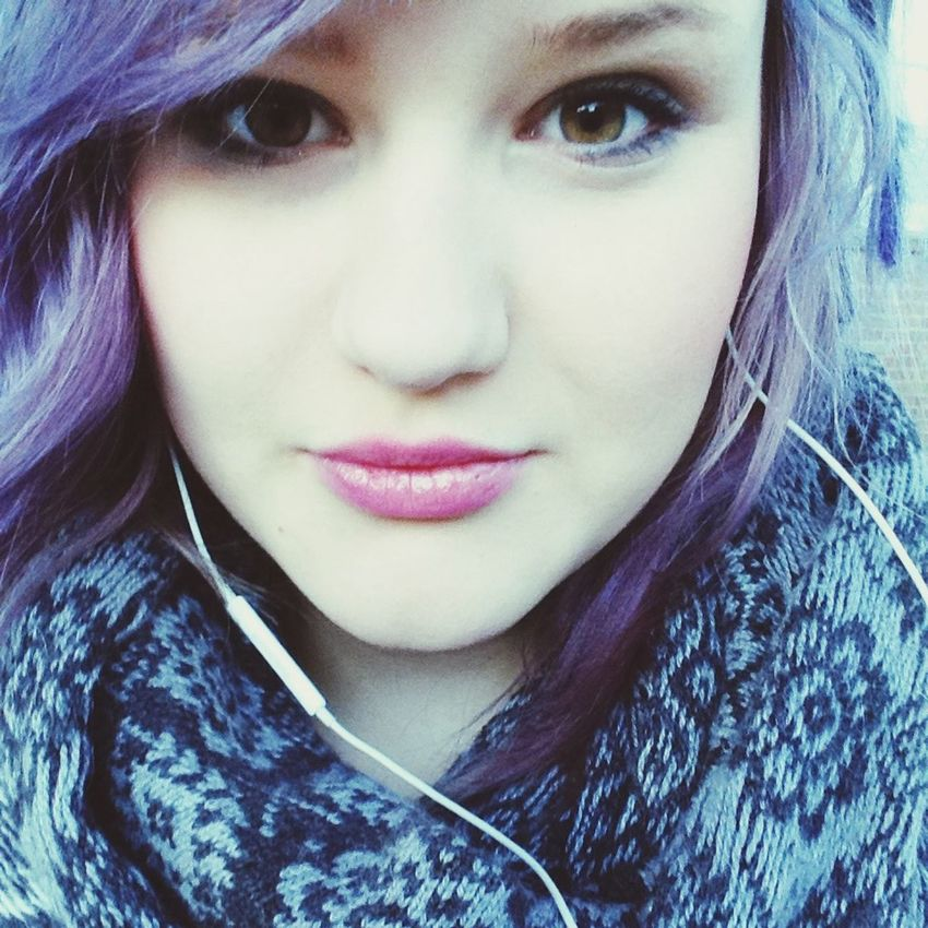 Lila Hair *o* Blue Hair Lila & Blue Hair :D <3 Waiting For The Bus ^^ <3