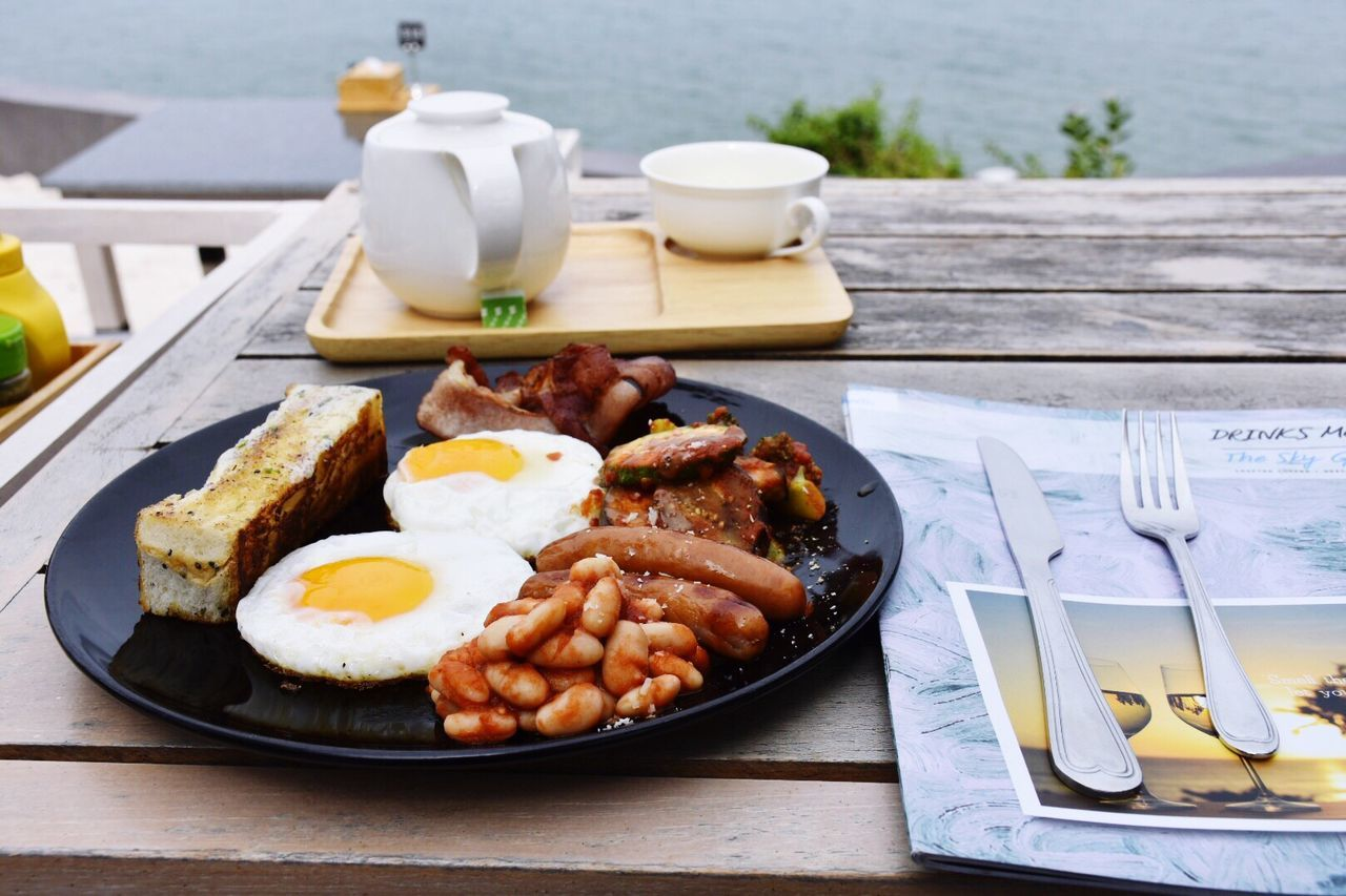 Plate Table Food And Drink Food No People Breakfast Ready-to-eat Fried Egg Meal English Breakfast Bacon Freshness Indoors  Day