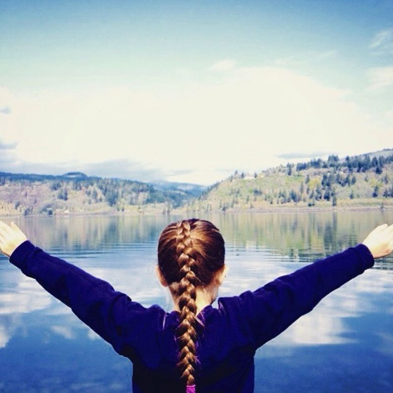 Oregon Lake Sister Model Water Briads Long Hair Blondie Open Arms