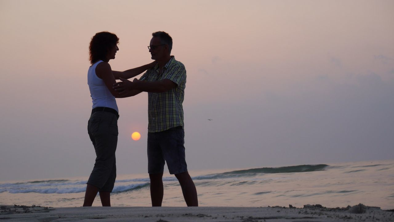 two people, real people, sunset, togetherness, love, leisure activity, casual clothing, nature, water, lifestyles, outdoors, full length, bonding, standing, beauty in nature, sea, beach, sky, men, friendship, clear sky, day