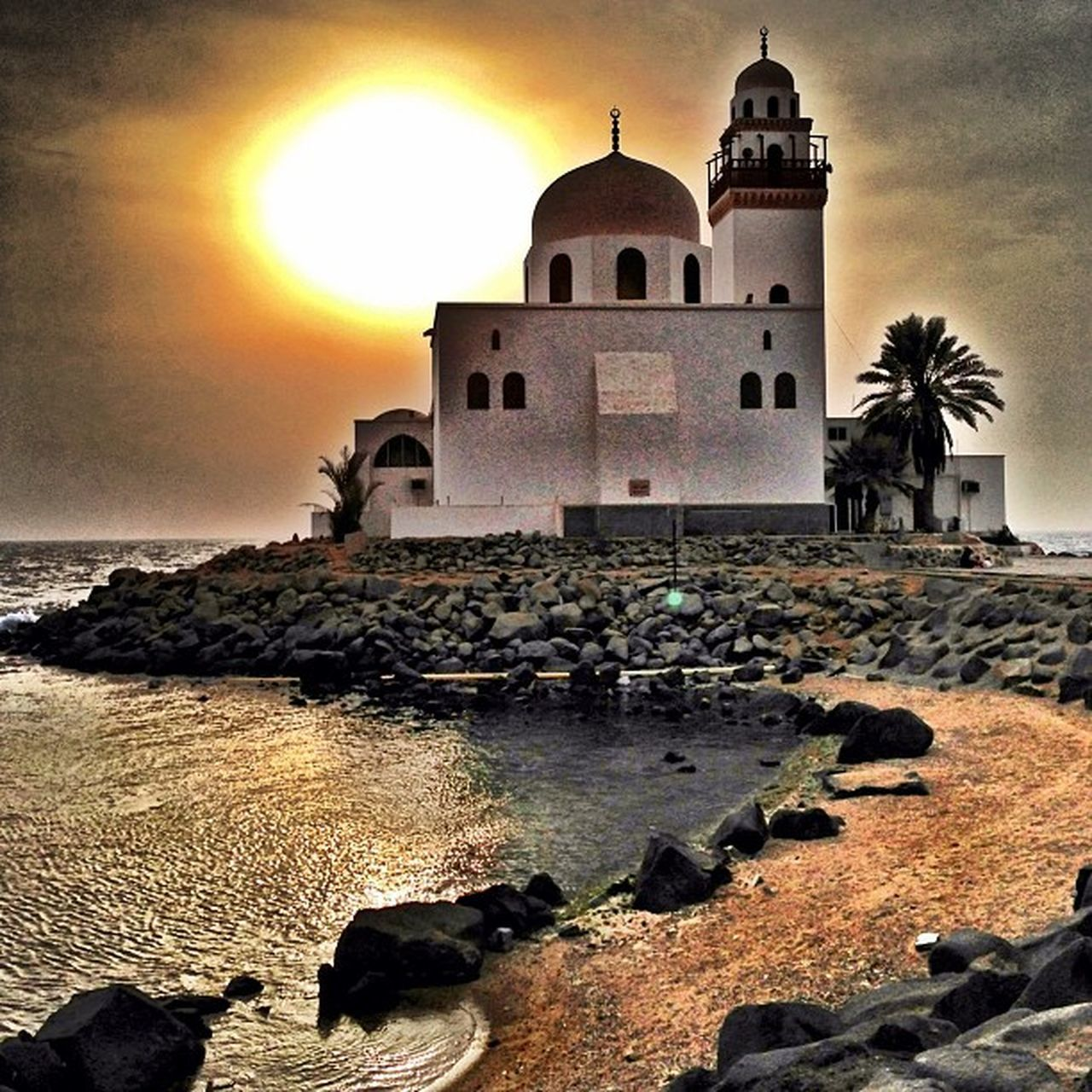 Only in Jeddah Sunset Spiritual spot Cool Saudiarabia WOW كورنيش جدة جدة غير سلم سعودية