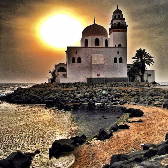 Only in Jeddah Sunset Spiritual spot Cool Saudiarabia WOW كورنيش جدة جدة غير سلم سعودية