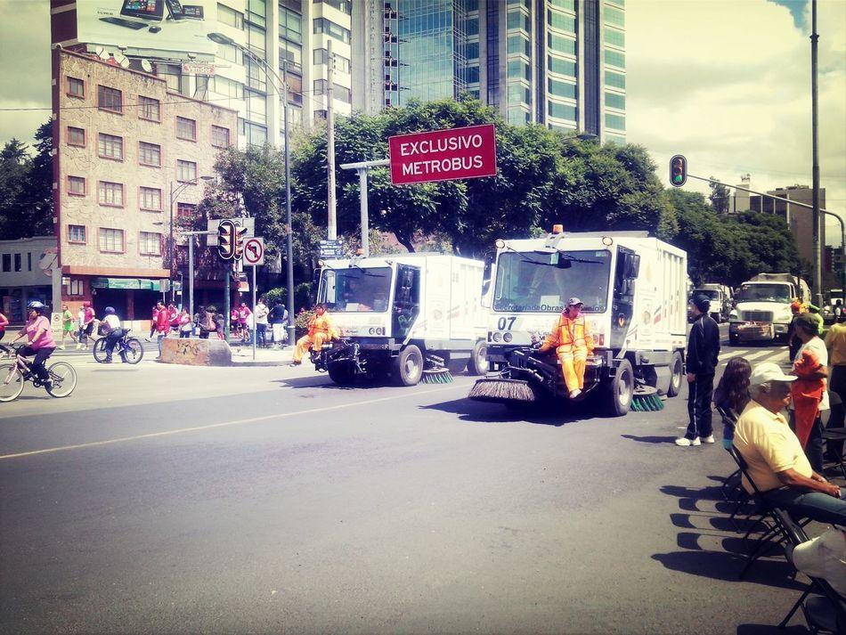 El siempre noble y eficiente servicio de limpia de Ciudad de México.