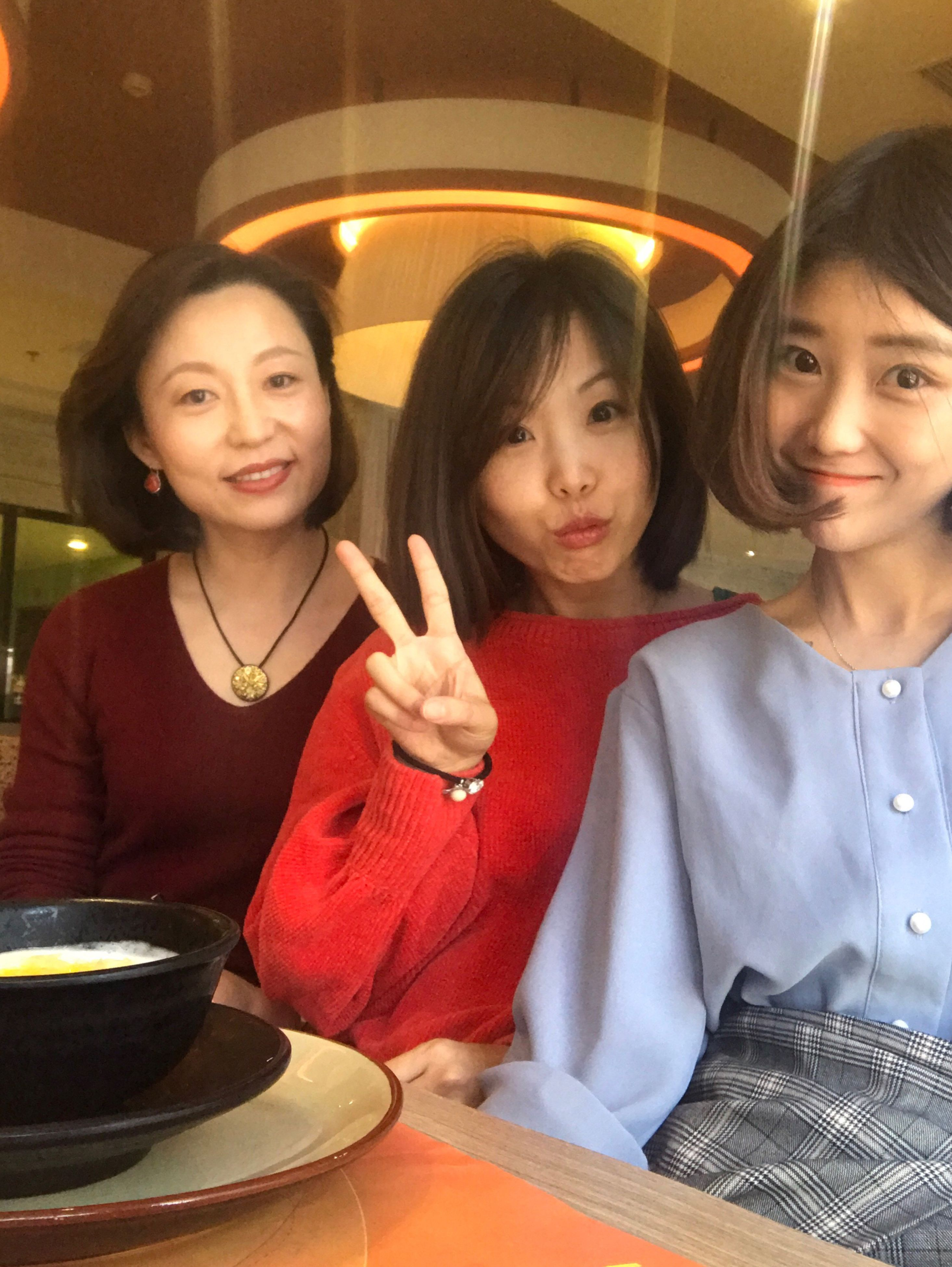 waist up, sitting, young women, lifestyles, women, archival, adults only, smiling, two people, cheerful, indoors, togetherness, friendship, people, young adult, city, night, only women, adult, fast food