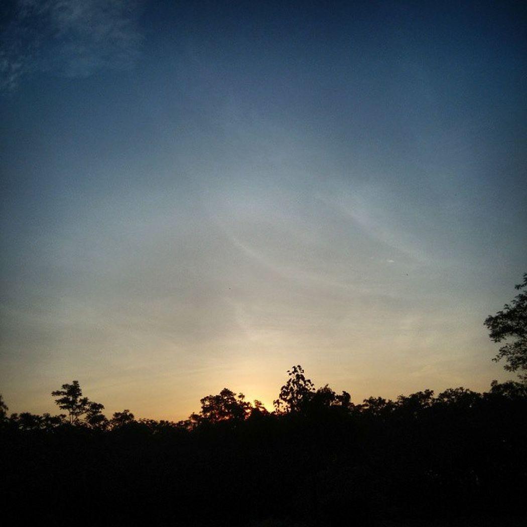 nothing can stop the Risingsun from beating darkness.. Dawn Noedit Originalshot Sunrise EyeEm Best Shots Eye4photography Sunrise EyeEm Best Shots - Nature EyeEm Nature Lover EyeEm Best Shots - Sunsets + Sunrise Eyeemawards2016
